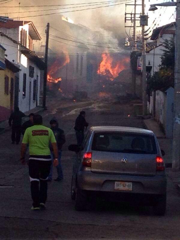 Explosión de pipa en Comitán deja una docena de casas lesionadas y seis heridos. Foto. Fredy Martín Pérez