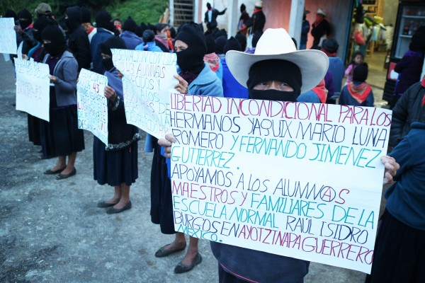 EZLN solidaros.  Photo: Elizabeth Ruiz