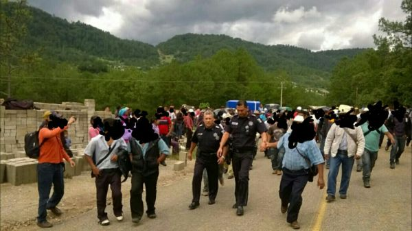 Federales detenidos en Huixtán