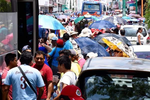 Miles de maestros de toda la geografía estatal partieron este día a la Ciudad de México. Foto: Óscar León.