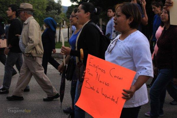Durante la marcha, diferentes contingentes exigieron cárcel para Narciso Ruíz, dirigente de Almetrach.