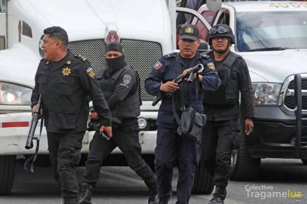 Policías dispararon bombas lacrimógenas contra sociedad civil e integrantes de la CNTE. Foto: Colectivo Tragameluz