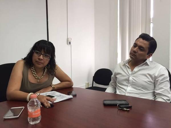 La directora de crédito y cobranza de Fofoe, María Gisela del Toro y el asesor jurídico, Abraham Gómez. Foto: Omar Borjas.