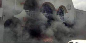 Habitantes de Ocozocuautla (Coita) queman alcaldía. Foto: Cortesía