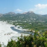 Panorama sur la plage et la rivière de l'Ostriconi.
