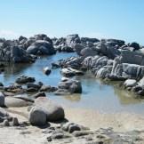 L'île regorge de petites plages et criques de ce genre.