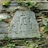 Sur une tour, une drôle d'inscription