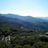 Depuis la croix, on a un beau panorama sur la suite du parcours et sur le village de Rutali