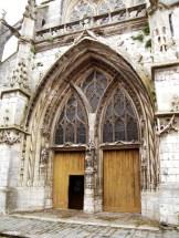L'entrée de l'église