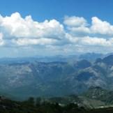 Vue sur la montagne : à droite on aperçoit le Monte d'Oro