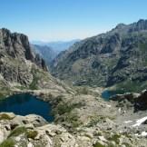 Autre vue des lacs. La vallée de la Restonica se dessine au fond