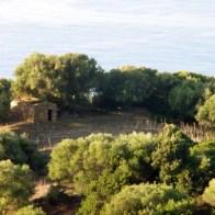 Une autre bergerie en ruines au loin