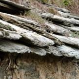 Le toit est en pierres