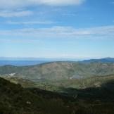 Au loin on aperçoit Capu Rossu