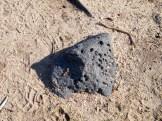Des pierres noires ?