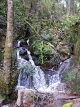 Une cascade dans la rivière