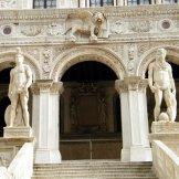 Le grand escalier du Palazzo Ducale