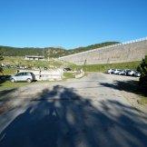 Le parking aux pieds du barrage