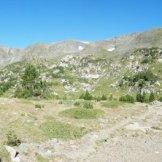 On apercoit le Carlit, deuxième montagne en partant de la gauche