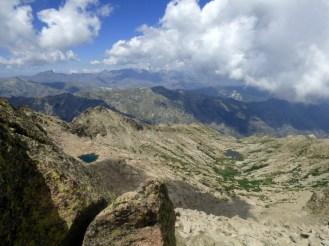 Vue sur la Restonica et les lac de l'Oriente et de Galiera (à gauche)