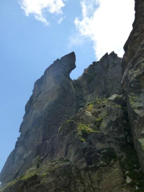 Un rocher découpé de manière étrange