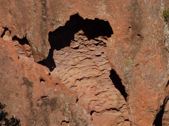 Des cavités dans la roche