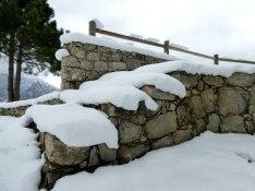 Un escalier plein de neige