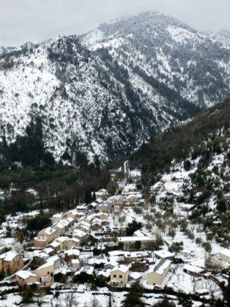Vue sur la Restonica sous la neige