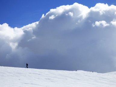 Heyy!! Tourne toi !!! Ya un nuage énoooorme derrière toi !