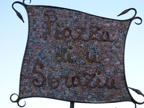 Un panneau en mosaïque