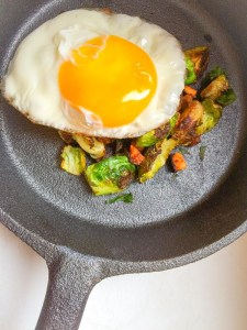 chicagofoodgirl-egg-brusselsprouts-castironskillet