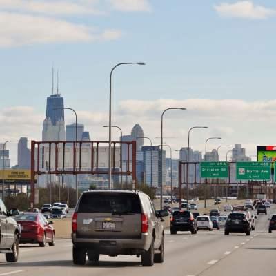 هل يجدر بك السفر؟ إليك آخر تحديث لقانون السفر الطارئ في شيكاغو