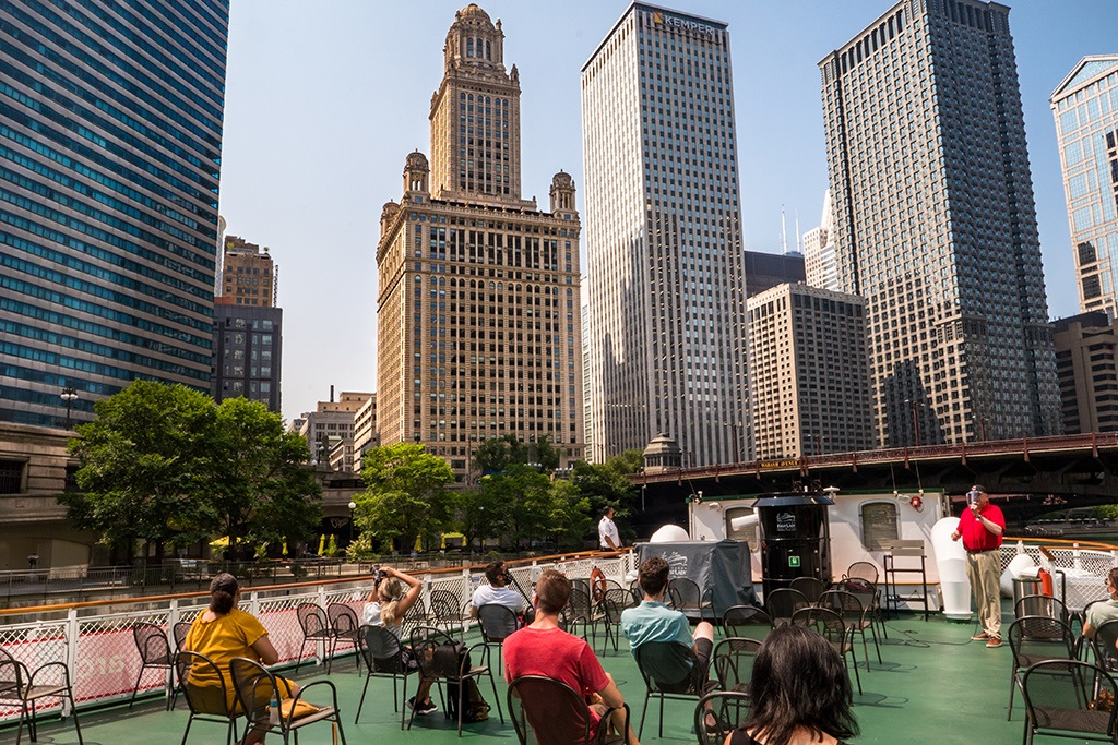 تعرّف إلى أبرز معالم شيكاغو العمرانية على متن قارب «السيدة الأولى»