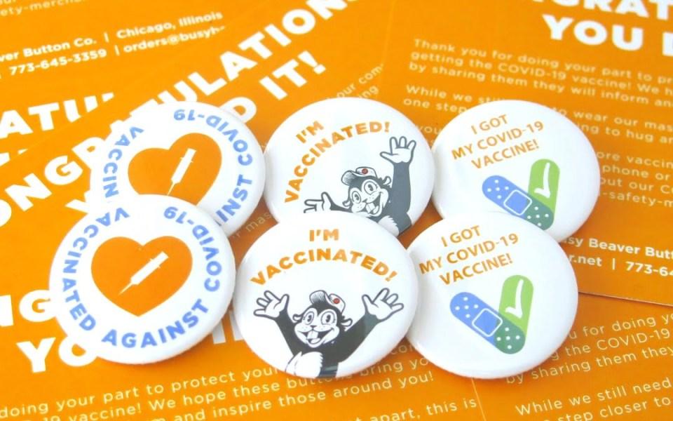 أخبر العالم أنك تلقيت التطعيم عبر هذه الأزرار المصنوعة في شيكاغو