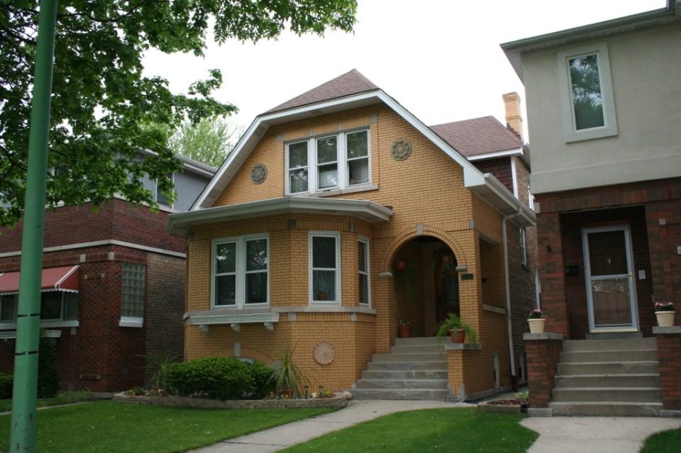 6115 N Austin – A bungaloid from 1927