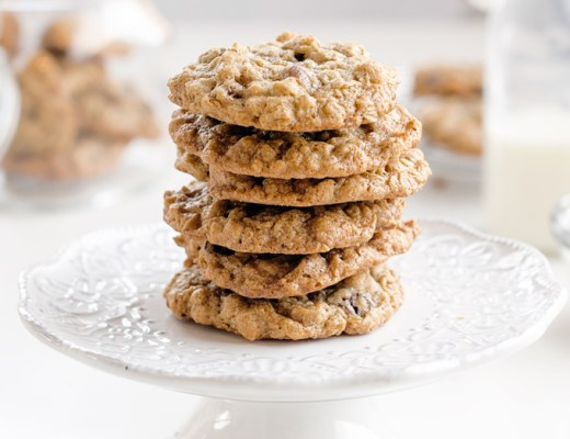 Oatmeal Cookies with Cranberries and Pecans. Crispy on the outside and soft and chewy on the inside. A classic and timeless dessert cookie! | www.chicandsugar.com
