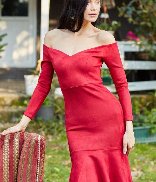 فستان مخملي ياقة واسعة - لون احمر