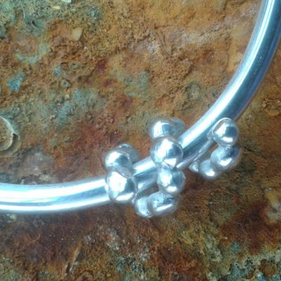 Silver bangle with pebble curl - Sterling silver - 7cm diameter - by Julie Lewington