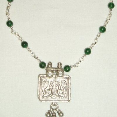 Yemeni pendant with nephrite jade and sterling silver - Silver and jade - 40cm - by Margaret Hurst