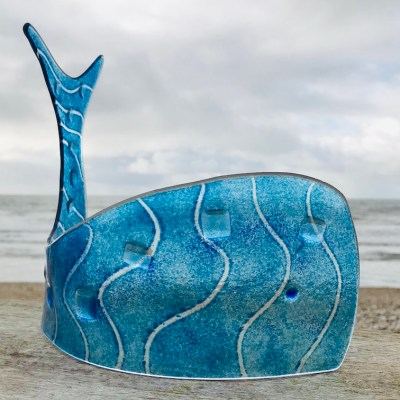 Blue Whale - Fused glass with powders - 15 x 30 cm - by Anne Marshall