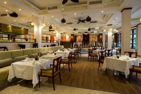 Hotels in Dar es Salaam: Dining room at the Dar es Salaam Serena Hotel