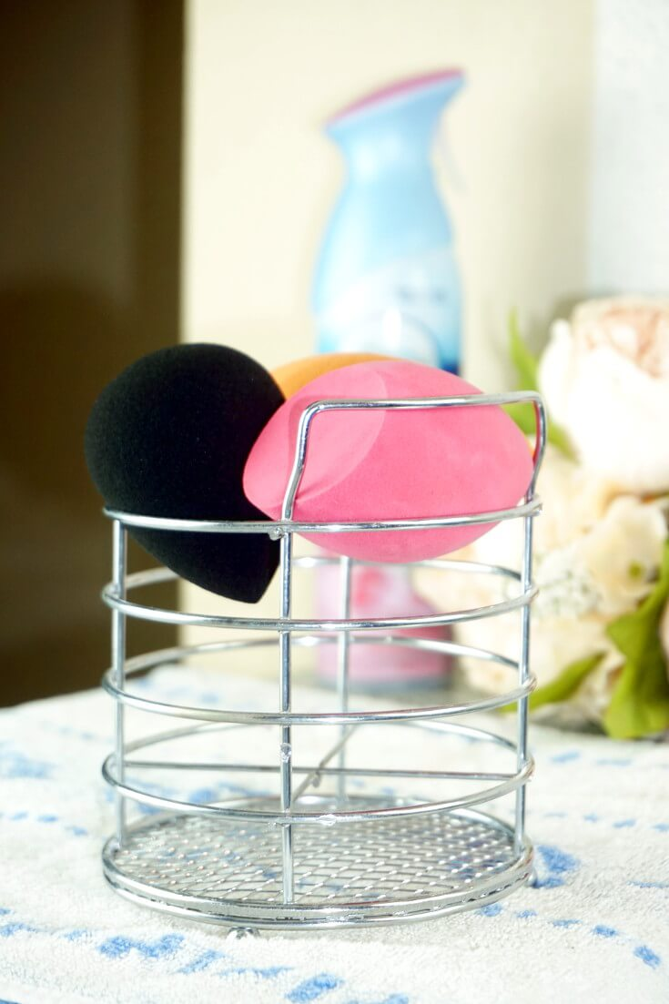 How To Clean Makeup Sponge When You Run Out of Blendercleanser | Best Way To Clean Makeup Sponge | Chiclypoised.com