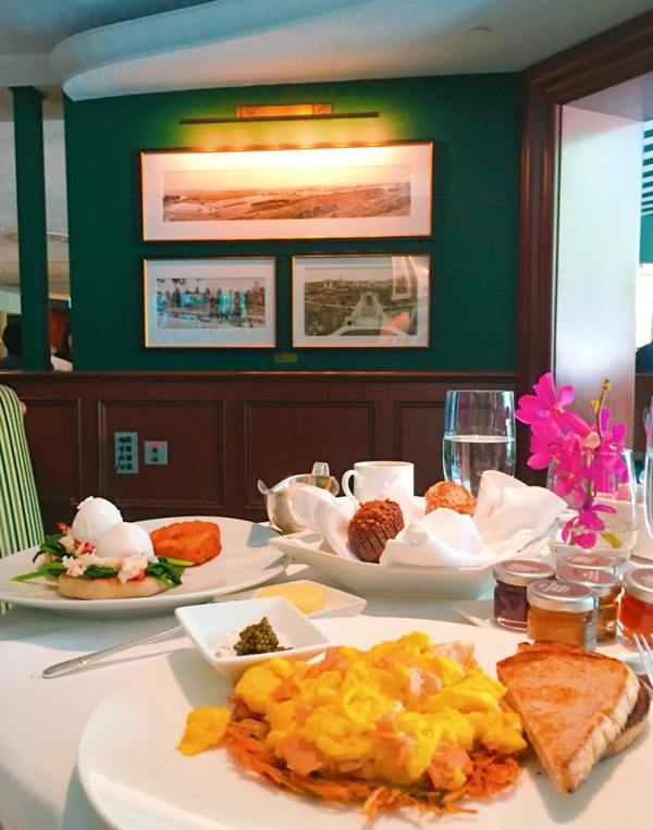 A chic and charming breakfast at the Polo Lounge