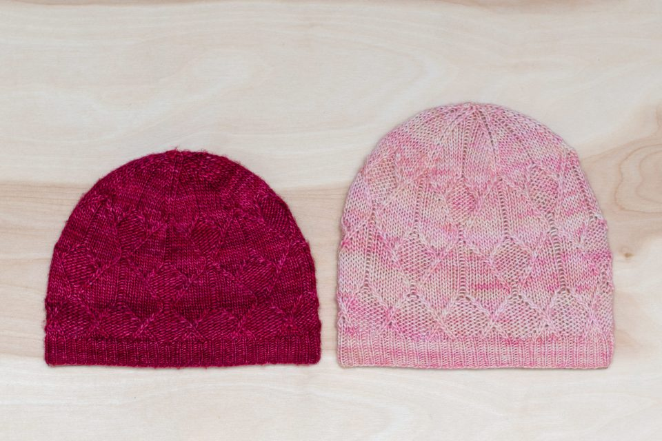 Comparison of newborn-sized Sérac Hat made with US 2 (2.75mm) and US 3 (3.00mm) needles.