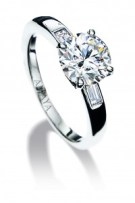 Sortija solitario en oro blanco con diamante central talla brillante 2,15 cte -Certificado Gia