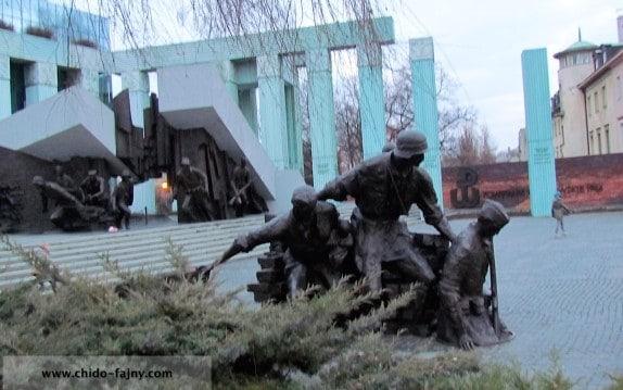 Monument-Warsaw-second-world-war