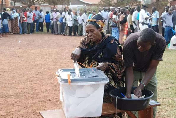 Uganda blocks social media and mobile phone services during voting