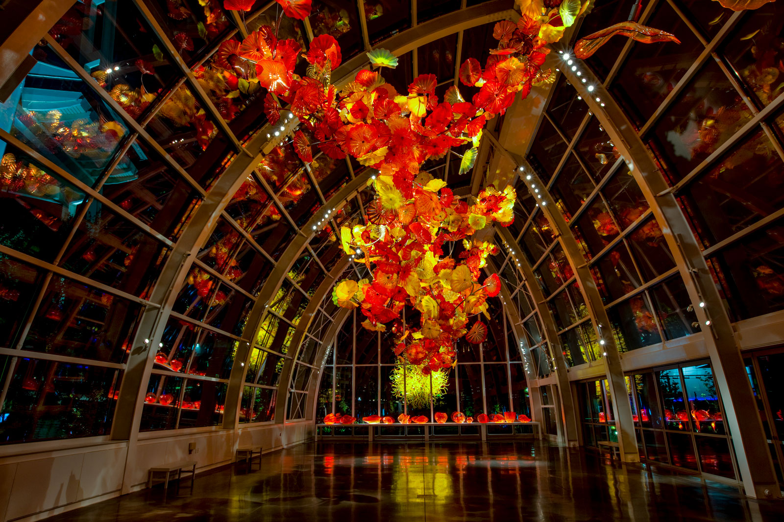 With eight galleries, a glasshouse and a garden, the exhibition is sure to. Chihuly Garden And Glass Chihuly