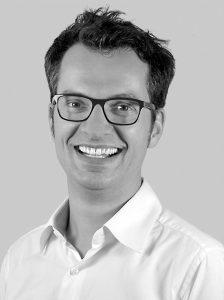 Moritz Walther ist als Marketing-Direktor Europa bei Britax Römer für die Steuerung der gesamten Produktkommunikation zuständig. Das Haus kennt er bereits seit 2009 und bereitet aktuell auch die Kommunikation zum 50-jährigen Firmenjubiläum zum Ende des Jahres vor. Als Vater von zwei Töchtern (2 und 5) kennt Walther die Produkte des Hauses aus eigener Praxis.