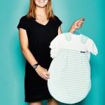 Sophia Burkard, Junior License Consultant von S. Oliver, mit Babyschlafsack in Kooperation mit Alvi